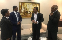 Former president Mohamed Nasheed (R-2) pictured with opposition members in Sri Lanka