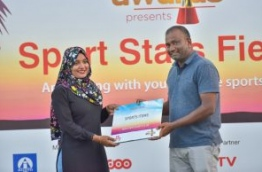 Mihaaru presents sports items to New Star Sports Club of Maafushi at the Sports Stars Fiesta. PHOTO: HUSSAIN WAHEED