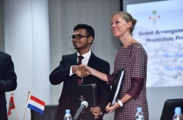Finance minister Ahmed Munawar (L) and Embassy of Netherlands's deputy head of mission Eva Woersem sign and exchange agreement for RVO to grant USD 10.7 million for the Fuvahmulah coastal protection project. PHOTO: HUSSAIN WAHEED/MIHAARU