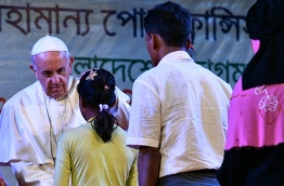 Pope Francis arrived in Bangladesh from Myanmar on November 30 for the second stage of a visit that has been overshadowed by the plight of hundreds of thousands of Rohingya refugees. / AFP PHOTO / Vincenzo PINTO