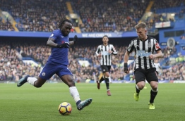 Chelsea's Nigerian midfielder Victor Moses (L) crosses the ball opposed by Newcastle United's Scottish midfielder Matt Ritchie (R) during the English Premier League football match between Chelsea and Newcastle United at Stamford Bridge in London on December 2, 2017. / AFP PHOTO / Daniel LEAL-OLIVAS / RESTRICTED TO EDITORIAL USE. No use with unauthorized audio, video, data, fixture lists, club/league logos or 'live' services. Online in-match use limited to 75 images, no video emulation. No use in betting, games or single club/league/player publications. /