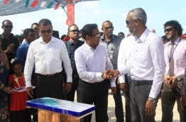 President Abdulla Yameen (C) shakes hands with housing minister Dr Mohamed Muizzu during the inauguration of B. Kendhoo's harbour. PHOTO/SOCIAL MEDIA