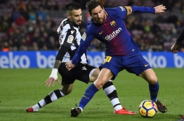 Levante's Uruguayan defender Erick Cabaco (L) vies with Barcelona's Argentinian forward Lionel Messi during the Spanish league football match FC Barcelona vs Levante UD at the Camp Nou stadium in Barcelona on January 7, 2018. / AFP PHOTO / Josep LAGO
