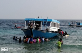 The residents of H. Dh. Kurimbi bringing ashore the boat that ran aground a reef early on January 09, 2018. The boat was en route to H. Dh. Kulhudhufishi when the incident occurred. PHOTO / ALI UWAISH