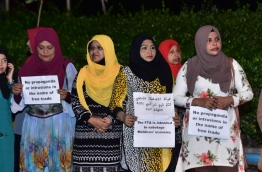 MDP supporters hold placards against the Maldives-China FTA outside MDP's main hub during an opposition rally. PHOTO: HUSSAIN WAHEED/MIHAARU