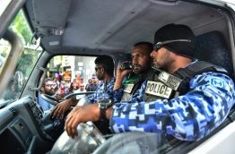 Police officers in the vehicle amidst the protest on March 2, 2014. MIHAARU PHOTO / HUSSEN WAHEED