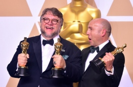 Producer and director Guillermo del Toro (L) and producter J. Miles Dale pose in the press room with the Oscar for best picture and best director for their film The Shape of Water during the 90th Annual Academy Awards on March 4, 2018, in Hollywood, California. / AFP PHOTO / FREDERIC J. BROWN