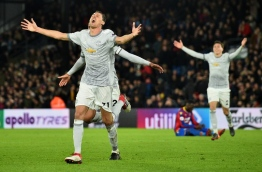 Manchester United's Serbian midfielder Nemanja Matic (C) celebrates scoring his team's third goal during the English Premier League football match between Crystal Palace and Manchester United at Selhurst Park in south London on March 5, 2018. / AFP PHOTO / Glyn KIRK / RESTRICTED TO EDITORIAL USE. No use with unauthorized audio, video, data, fixture lists, club/league logos or 'live' services. Online in-match use limited to 75 images, no video emulation. No use in betting, games or single club/league/player publications. /