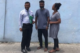Abdulla Shaheem (M) with his lawyer and wife after being released. PHOTO/AHMED NIYAAZ