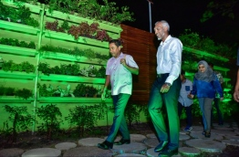 President Abdulla Yameen (L) and Minister of Housing Dr Mohamed Muizzu (R) at the newly developed 'Rasrani Bageecha' on its inaugurating night. MIHAARU PHOTO / NISHAN ALI