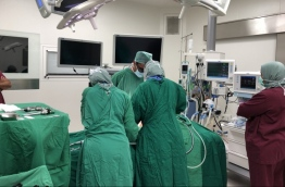 Doctors carrying out the first 3D laparoscopy in Maldives at ADK. PHOTO/ADK