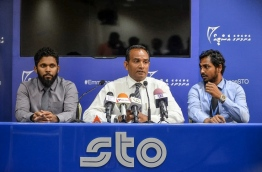 STO Managing Director Ahmed Shareeh (C) speaking at a press conference held April 4, 2018. MIHAARU PHOTO / NISHAN ALI