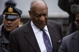 Actor and comedian Bill Cosby departs after the first day of his retrial for his sexual assault case at the Montgomery County Courthouse in Norristown, Pennsylvania on April 9, 2018. / AFP PHOTO / DOMINICK REUTER