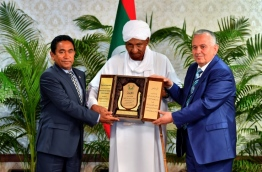 The International Moderation Foundation conferring the Award of Recognition to President Abdulla Yameen. PHOTO/PRESIDENTS OFFICE