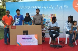 Dhiraagu awards the grand prize to the winner of the draw held at the ceremony to launch IPTV services and high speed fibre broadband in GDh. Thinadhoo.