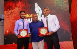 "Paradise Island Resort, May 5, 2018: Volleyballers Ahmed ""Longey"" Abdul Kareem (R) and Ali Huzam (L), who won second and third place in Volleyball, and chairman of the Mihaaru Awards' judge committee, Hussain Mohamed. PHOTO/IMAGES.MV"