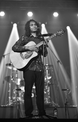 "Olympus, May 8, 2018: Ismail Affan performs at the release of his new album, ""Gen'bendhen"". PHOTO: NISHAN ALI/MIHAARU"