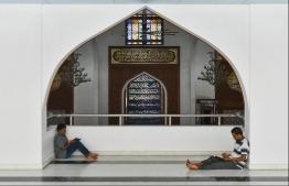 Islamic Centre, May 16, 2018: People pictured reciting Quran in the Grand Friday Mosque on the first day of the Islamic holy month of Ramadan. PHOTO: HUSSAIN WAHEED/MIHAARU