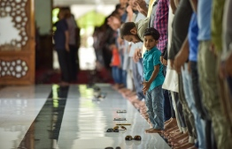 Islamic Centre, May 16, 2018: People perform prayers in the Grand Friday Mosque on the first day of the Islamic holy month of Ramadan. PHOTO: NISHAN ALI/MIHAARU