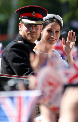Britain's Prince Harry, Duke of Sussex and his wife Meghan, Duchess of Sussex wave from the Ascot Landau Carriage during their carriage procession on the Long Walk as they head back towards Windsor Castle in Windsor, on May 19, 2018 after their wedding ceremony.  / AFP PHOTO / Daniel LEAL-OLIVAS