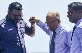 Former President Maumoon Abdul Gayoom (C) escorted by the police to a court hearing. PHOTO/MIHAARU