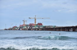 Surfers at Varunulaa Raalhugandu near the China-Maldives Friendship Bridge being developed between Male and Hulhule. PHOTO/HOUSING MINISTRY