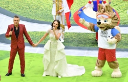 English singer Robbie Williams (L) and Russian soprano Aida Garifullina perform during the Opening Ceremony before the Russia 2018 World Cup Group A football match between Russia and Saudi Arabia at the Luzhniki Stadium in Moscow on June 14, 2018. / AFP PHOTO / Mladen ANTONOV /