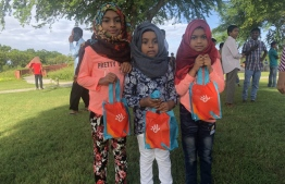 Children receive Eid gifts from Dhiraagu in Hulhumale's Central Park. PHOTO/DHIRAAGU
