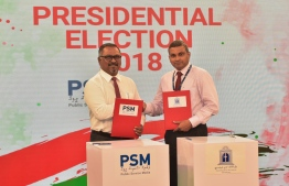 PSM's Managing Director Director Ibrahim Khaleen and MNU's Vice Chancellor Ali Fawaz Shareef   sign agreement to host the presidential debate, running mates debate and manifesto debate ahead of the Presidential Election 2018. PHOTO: AHMED NISHAATH/MIHAARU