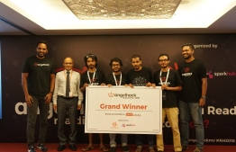 Dhiraagu CEO Ismail Rasheed (L-2) pose with Finwice, the grand winner of AngelHack Maldives which was held at Hotel Jen on July 21-22, 2018. PHOTO/DHIRAAGU