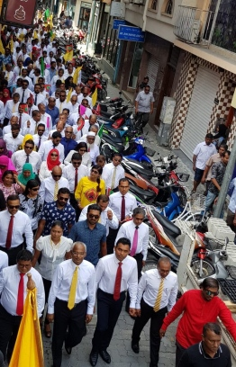 Opposition Coalition accompanying Ibu and Faisal to the Election Commission. PHOTO: EVA ABDULLA / TWITTER