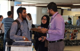 An official of MMA conducts a survey at Velana International Airport, regarding Maldivians' expenses abroad during year-end vacation, in December 2017. PHOTO/MMA