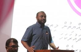 Dr.Shaheem addressing the campaign gathering at Fuvahmulah. PHOTO:  MIHAARU