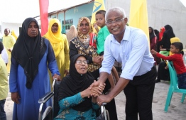 Opposition coalition presidential candidate Ibrahim Mohamed Solih (Ibu) greets the people of Kulhudhuffushi during his campaign trail to Haa Dhaalu Atoll. PHOTO/MIHAARU