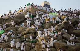 Muslim pilgrims gather on Mount Arafat, also known as Jabal al-Rahma (Mount of Mercy), southeast of the Saudi holy city of Mecca, on Arafat Day which is the climax of the Hajj pilgrimage early on August 20, 2018. Arafat is the site where Muslims believe the Prophet Mohammed gave his last sermon about 14 centuries ago after leading his followers on the pilgrimage. / AFP PHOTO / AHMAD AL-RUBAYE