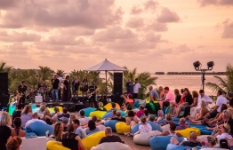 Guests enjoy a live performance by Jimmy Barnes at Kandooma Maldives. PHOTO/HOLIDAY INN KANDOOMA
