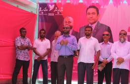 President Abdulla Yameen's running mate  Dr. Mohamed Shaheem Ali Saeed (C) speaks to the residents of Dh.Hulhudheli during a campaign stop.