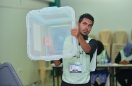 September 23, 2018: An election official shows an empty ballot box during the Presidential Elections 2018. PHOTO: HUSSAIN WAHEED/MIHAARU