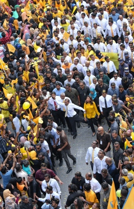 November 1, 2018, Male City: Supporters flood the streets of the capital to welcome former President Mohamed Nasheed (C) upon his return to Maldives after 3 years. PHOTO: NISHAN ALI/MIHAARU