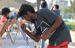 Youth taking part in the 'Arty Fingers' stall during the 5-year anniversary show of 'Fannuge Dharin'. PHOTO: AHMED NISHAATH/MIHAARU