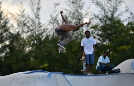 Ali Shaahil, a young, talented skateboarder flies high at the Hulhumale' Skatepark during the 5-year anniversary show of 'Fannuge Dharin'. PHOTO: AHMED NISHAATH/MIHAARU
