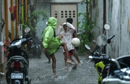 Kids playing football on a flooded street in Male' on November 5. PHOTO: HUSSAIN WAHEED/MIHAARU