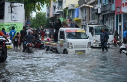 Vehicles driving along on a flooded street in Male' on November 5. PHOTO: AHMED NISHAATH/MIHAARU