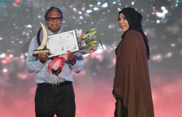 Aminath Shifleen (Mihaaru) wins Journalism Award for Feature Category, beating out Aasima Nizar (Mihaaru) and Asiyath Mohamed Saeed (Mihaaru)/ PHOTO: MIHAARU