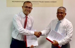 State Minister of Planning and Infrastructure Akram Kamaluddin (R) exchanges agreement with MTCC's new Managing Director Hassan Shah.