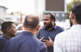 Tourism Minister Ali Waheed arrives at Izzudheen Jetty to greet the participants. PHOTO: AHMED AIHAM/THE EDITION