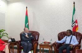 Human rights lawyers, Ben Emmerson (L), pays a courtesy call on Maldives' Chief Justice Ahmed Abdulla Didi. PHOTO/DJA
