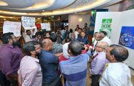 Government coalition faces a demonstration initiated by political movement 'Navaanavai' calling to free the parliament from the influence of business magnates. PHOTO: NISHAN ALI/MIHAARU