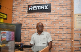 Owner of Remax shop Mohamed Shameez giving speaking to Brands of Maldives. PHOTO: AHMED NISHAATH / MIHAARU