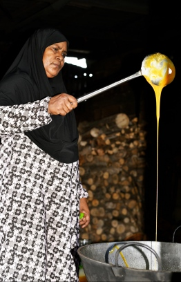 Haseena Ali making 'Coconut Honey'. PHOTO: HAWWA AMAANY ABDULLA/THE EDITION